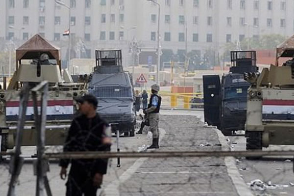 Tahrir Meydanı trafiğe kapatıldı