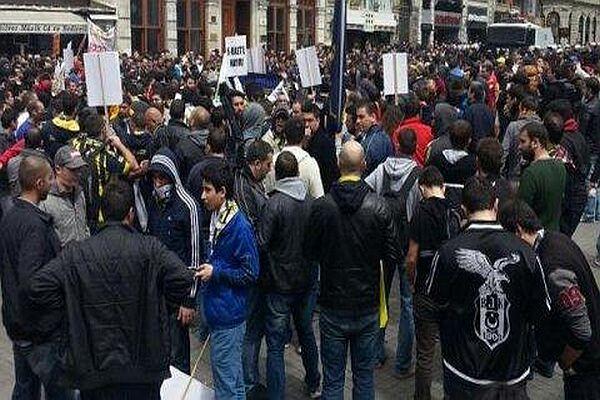 Taksim'de taraftara polis müdahalesi