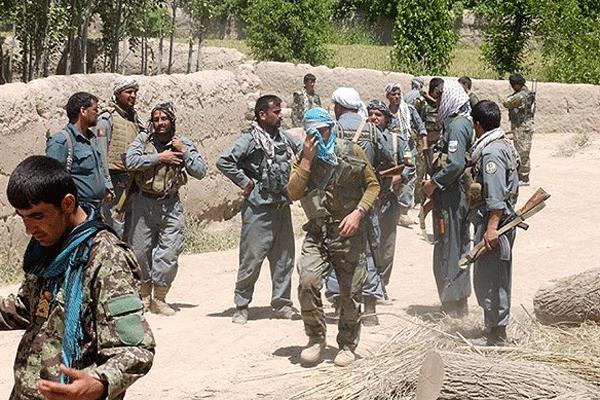 Afganistan talibanı vurdu: 37 militan öldü