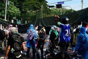 Tayland'da hükümet karşıtı göstericilere ateş açıldı