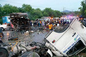 Tayland'da trafik kazası, 29 ölü