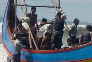 Hindistan'da tekne alabora oldu, 21 ölü