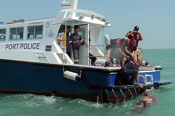 Malezya'da Endonezyalıları taşıyan tekne alabora oldu