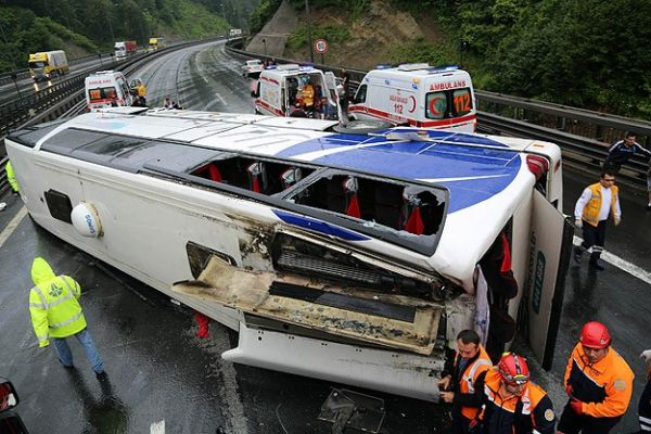 TEM'de korkunç kaza, İstanbul'a ulaşım kapandı