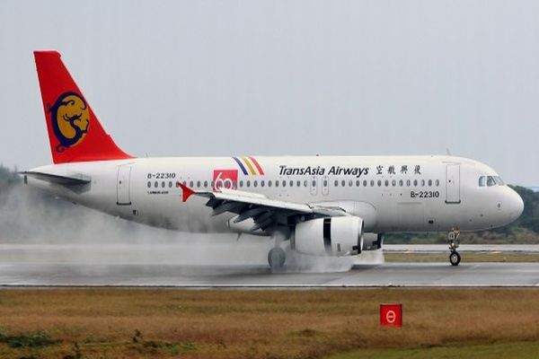Acil iniş yapan uçakta facia, 51 ölü