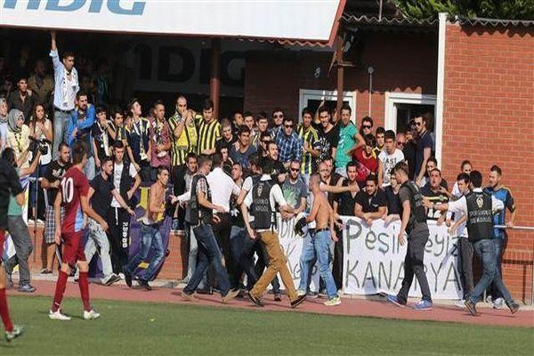 Fenerbahçeli taraftarlar Trabzonsporlu futbolculara saldırdı!