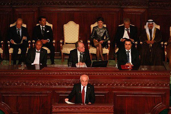 Tunus'ta yeni anayasa kutlanıyor