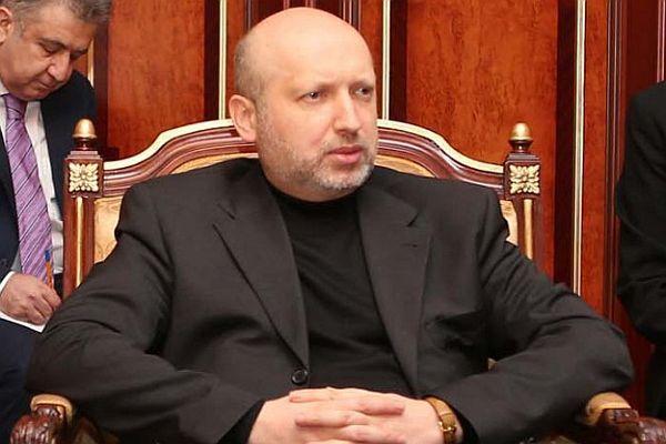 Turçinov, 'Hükümet daha güçlü bölgelerden yana'