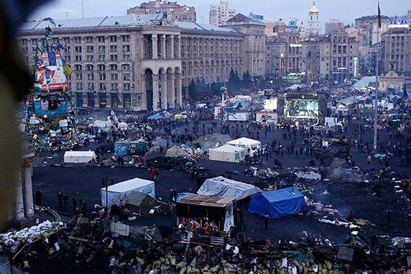 Kiev'de gösteriler ve gergin bekleyiş sürüyor