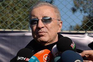 Aysal, 'Üç kulvarda koşan bir Galatasaray var'