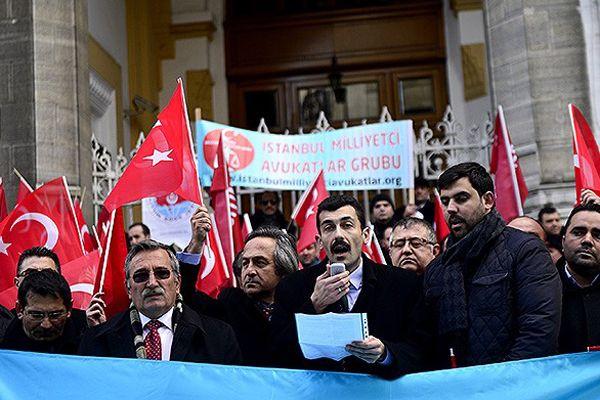 Uygur Türkleri için Eminönü'nde eylem