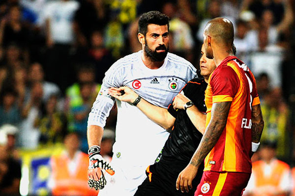 Galatasaray, Volkan Demirel'i TFF'ye şikayet edecek!