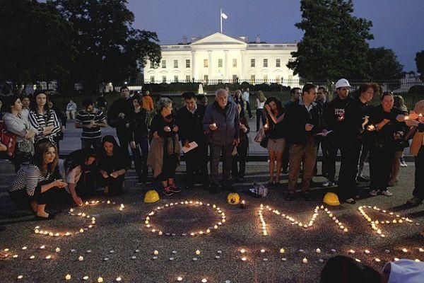 Soma'da hayatını kaybedenler için Beyaz Saray önünde anma