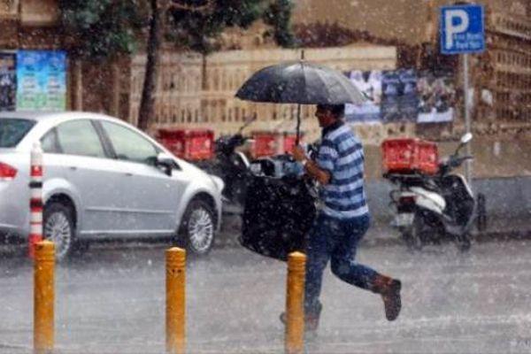 Aniden bastıran yağmur, vatandaşları hazırlıksız yakaladı