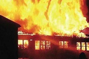 Çin'de alışveriş merkezinde yangın çıktı