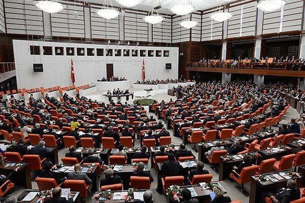 Yeni Demokratikleşme Paketi yasalaştı