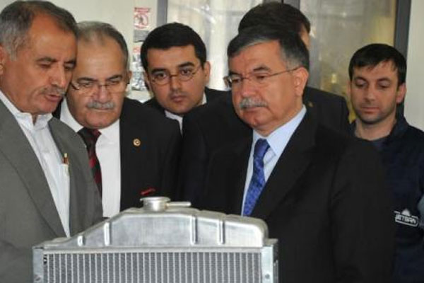 Bakan İsmet Yılmaz İzmir'de