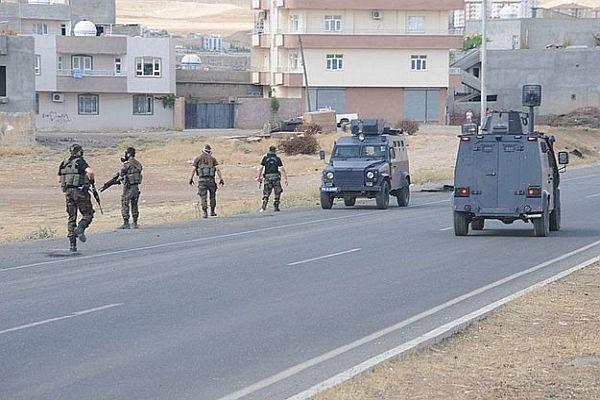 Yol kapatan teröristlere operasyon