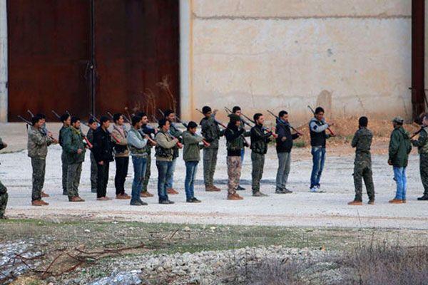 YPG'nin eğitim kampı gazeteciler tarafından görüntülendi
