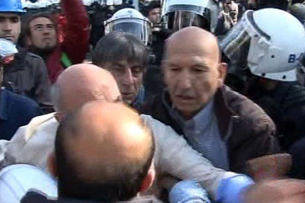 CHP'li milletvekilinden polise yumruk