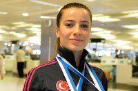 Milli sporcu Serap Özçelik altın madalya kazandı