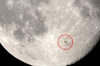 Ayın çevresindeki bu esrarengiz nesne şaşkına çevirdi