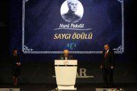 Necip Fazıl Ödülleri'nde Erdoğan'dan anlamlı hareket!