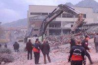 6 katlı bina çöktü, 1 ölü 1 yaralı
