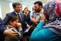 Başbakan Davutoğu çocukları kaçırılan aileleri kabul etti