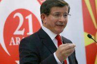 Başbakan Davutoğlu, 'Her eve bayrak ve Kur'an-ı Kerim dağıtılacak'