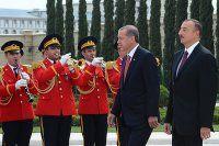 Erdoğan Azerbaycan'da resmi törenle karşılandı