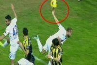 Fenerbahçe'nin tartışmalı penaltısı ortalığı karıştırdı