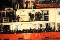 Mürettabatsız seyreden göçmen gemisine ulaşıldı