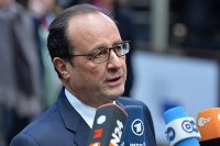 Hollande, 'Suriye'ye müdahale etmediğimiz için pişmanım'