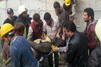 Hastane inşaatında iskele çöktü! İşçiler enkaz altında kaldı