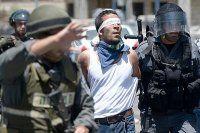 İsrail, 10 Filistinli'yi gözaltına aldı