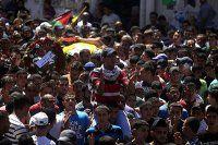 İsrail askerleri cenaze törenini bastı