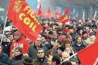 İtalya'da vatandaşlar hükümeti protesto için meydanlara indi