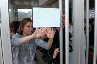 Kızlar yurdunda kalan öğrenciler o kararı protesto etti