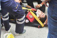 Polis aracı kamyonete çarptı, 12 polis yaralandı