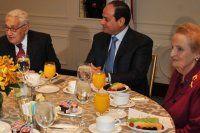 Cumhurbaşkanı Erdoğan, Sisi'yle aynı masaya oturmadı