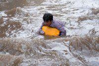 Pakistan'da tekne alabora oldu, 17 ölü