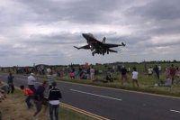 Türk pilotun İngiltere'de yaptığı bu uçuş fenomen oldu - TIKLA İZLE