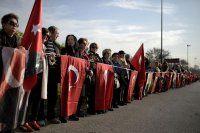 Kadıköy'de Atatürk için saygı zinciri rekor kırdı