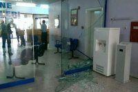 Siirt'te, DEDAŞ binasının camlarını kırdılar