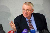 Sırp lider Şeşely Lahey mahkemesine 'rest' çekti