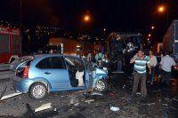 TEM'de inanılmaz kaza, 27 araç birbirine girdi