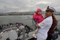 Vatandaşlar askeri gemilerle seyre çıktı
