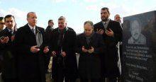 Erdoğan Neşet Ertaş'ın kabri başında dua etti
