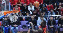 Galatasaray'ı Young uçurdu